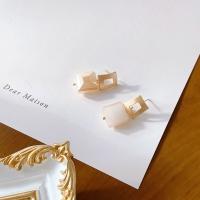각설탕 무광골드 프레임 데일리 귀걸이_sugar mat gold earring