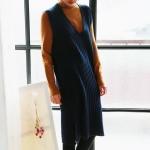 V-neck knit one-piece