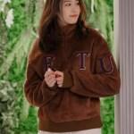 여성 레터링 양털 보아 반집업 티셔츠 브라운